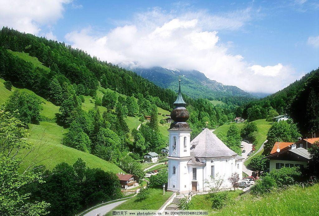 美丽风景 蓝天 白云 云层 天空 树木 高山 景色 山峰 房屋 房子 建筑