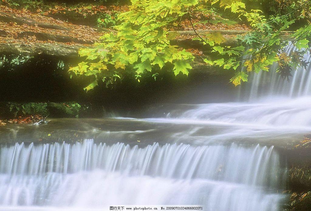 瀑布 树木 湖泊 池塘 流水 树叶 自然景观 自然风景 摄影图库 72dpi