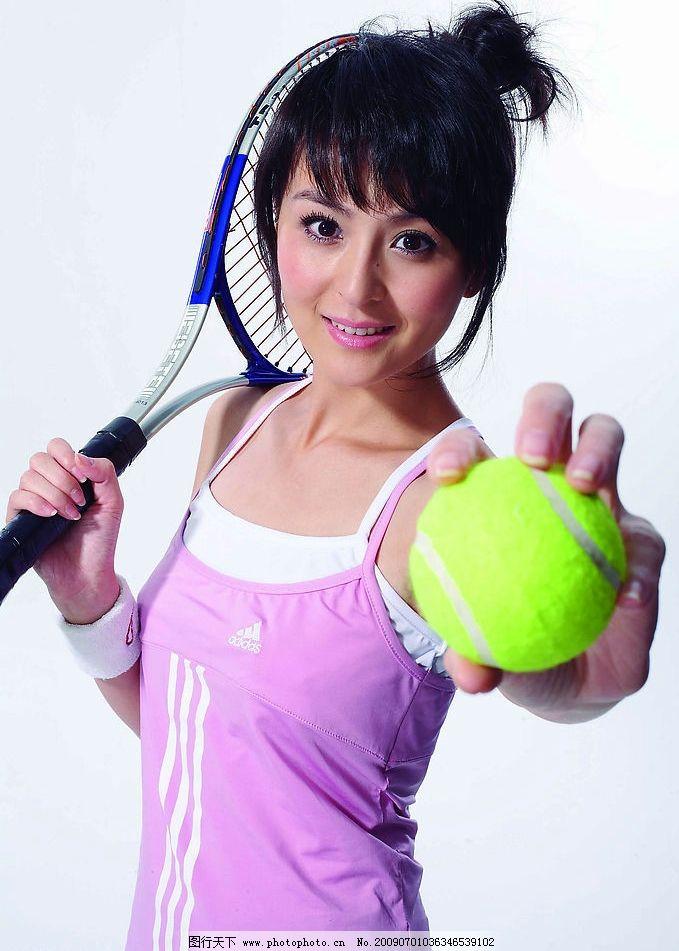 戴娇倩 运动 网球 模特 女模特 运动女孩 打网球 拿球 时尚达人 女生图片