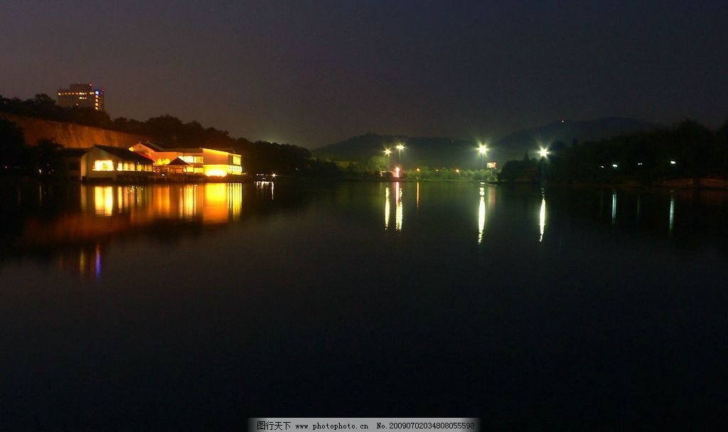 南京月牙湖夜景 南京 月牙湖 夜景 湖水 夜晚 灯光 自然景观 自然风景