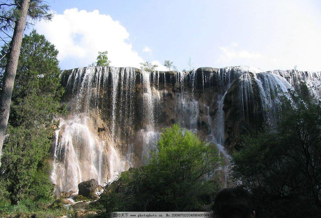 瀑布 清水 绿树 岩石 水花 蓝天 白云 自然景观 自然风景 摄影图库