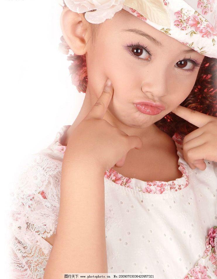 小美女 美少女 可爱 漂亮 开心 快乐 天真 半身像 撅嘴 儿童幼儿