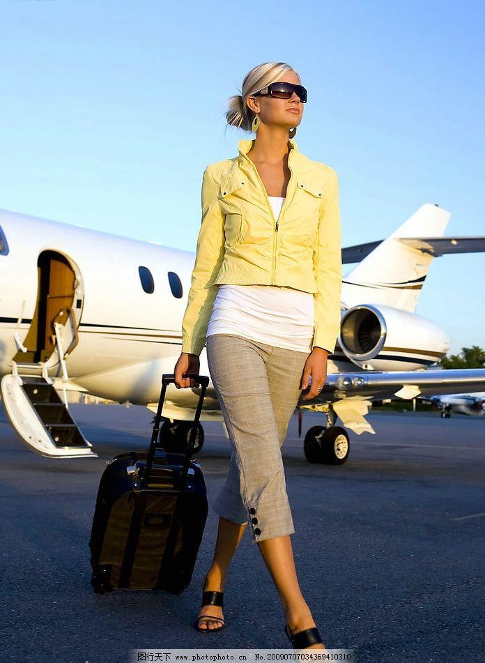 相关素材图片 自然风光 景色 风 天空 旅游 旅行 商务人士 美女 飞机