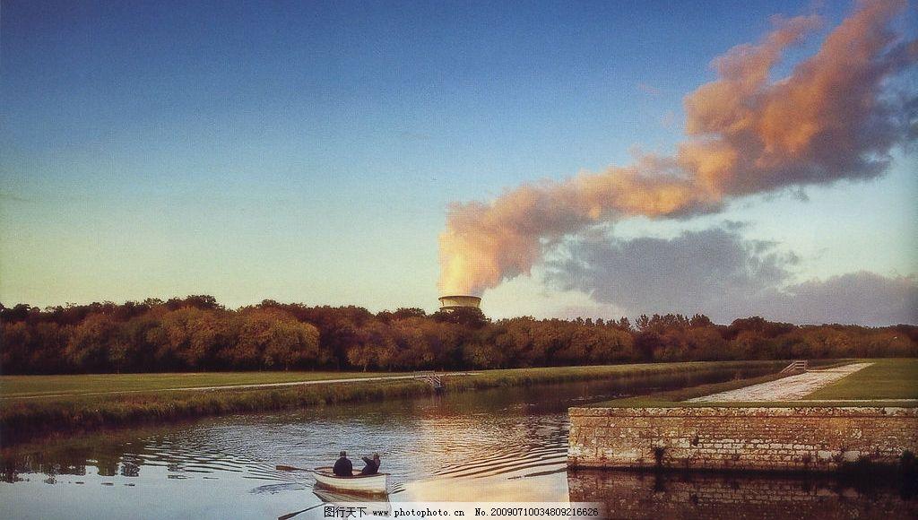 生态能源 环保 生态 能源 污染 火电厂 树林 天空 湖泊 湖 河流 运河 划船 小船 自然景观 自然风景 摄影图库 300DPI JPG