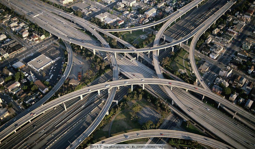 立交桥 弧形立交桥 俯视建筑 公路 草地 现代科技 交通工具 摄影图库