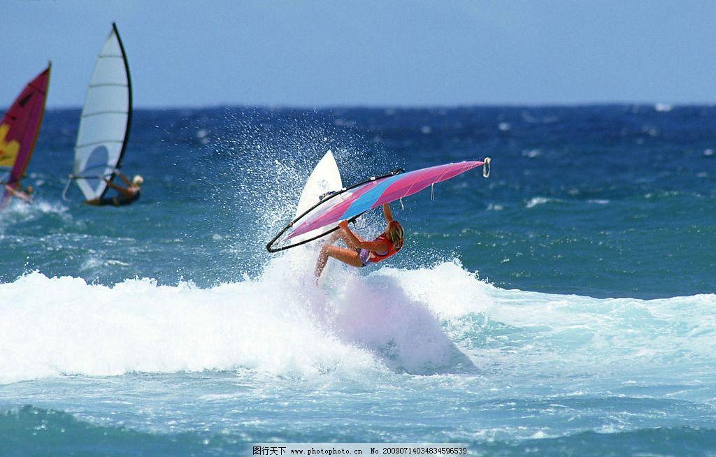 大海浪花 海水 海洋 外国人 帆船 自然景观 自然风景 摄影图库