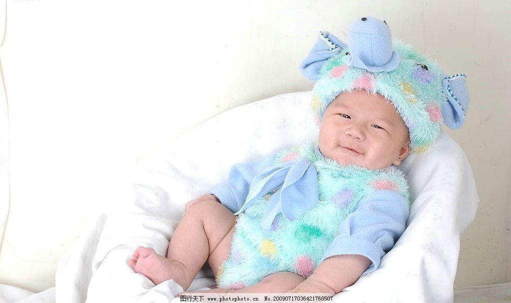 小东西 儿童 椅子上的 靠着的 可爱宝宝 宝宝 幼儿 婴儿 baby 抱抱我