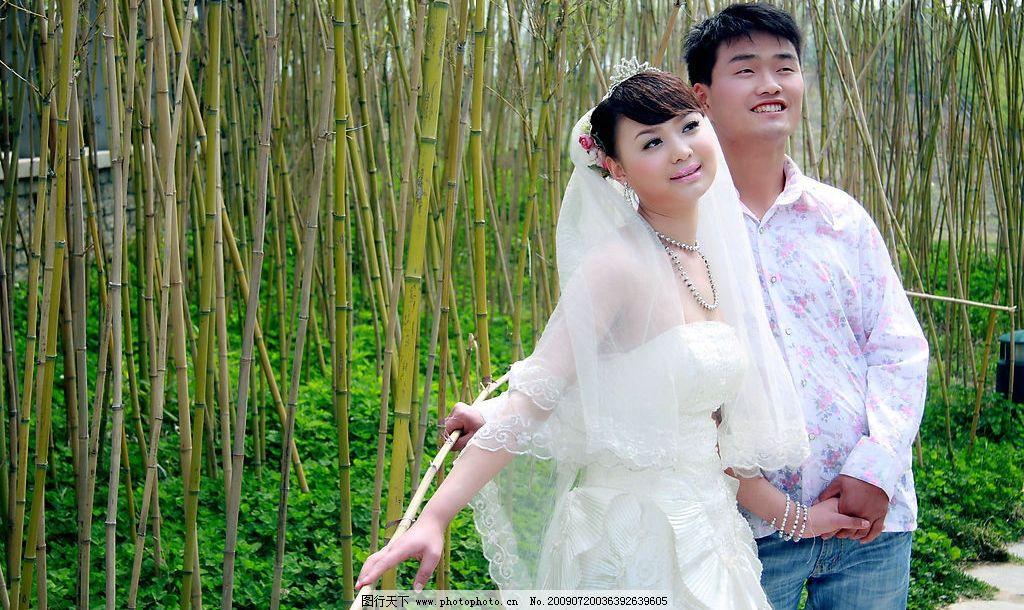 人物照片 婚纱照 美女 绿草地 竹子 绿竹 浪漫 竹林 人物图库 人物