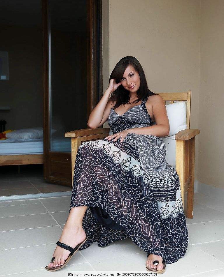 欧美美女模特 女人 女性 欧美 性感 模特 长裙 坐姿 高清 人物图库