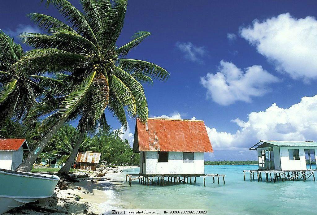 巴厘岛 海边 椰子树 小屋 海边小屋 船 蓝天白云 椰林 国内旅游