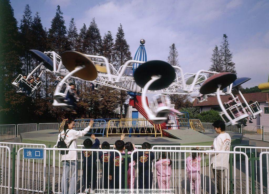 游乐场 老师带领儿童游乐 娱乐休闲 摄影图库图片
