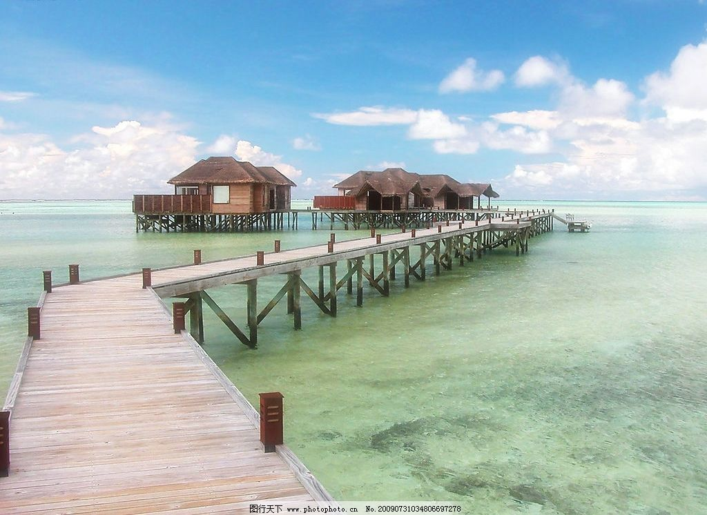 美丽海景 美丽风景 海边 海水 蓝天 白云 云层 天空 桥 木桥 自然景观