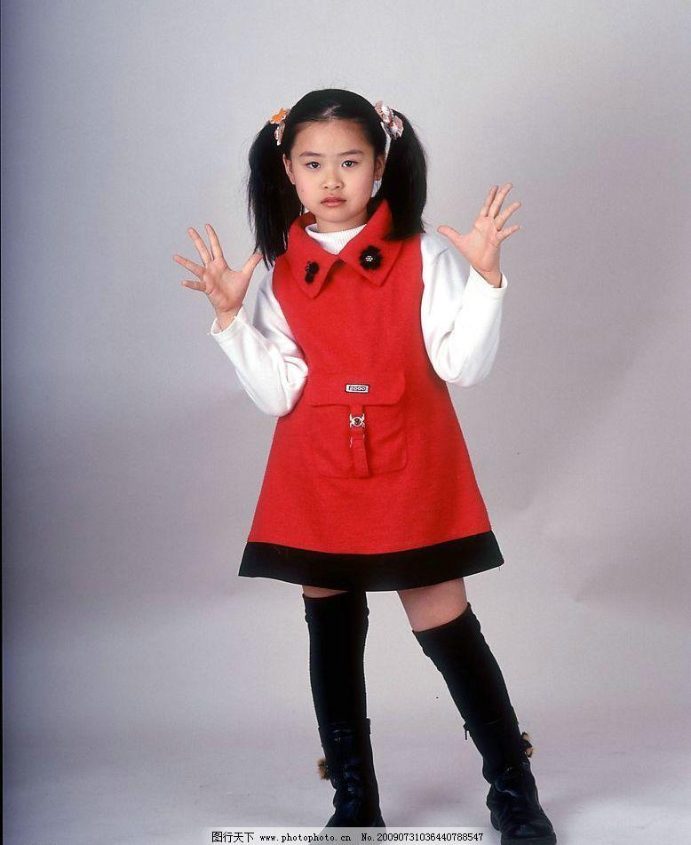 小女孩 女人 女孩 女童 小姑娘 小美女 可爱儿童 服饰 天真 活泼 纯真