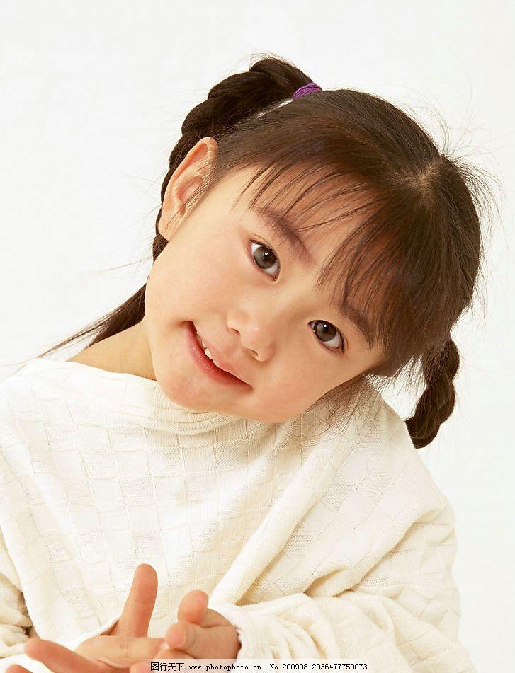 可爱的小女孩 表情 可爱 纯真 小女孩 女孩子 小姑娘 儿童服装 小孩