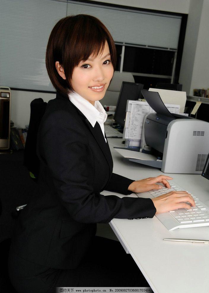 短发西服女白领图片