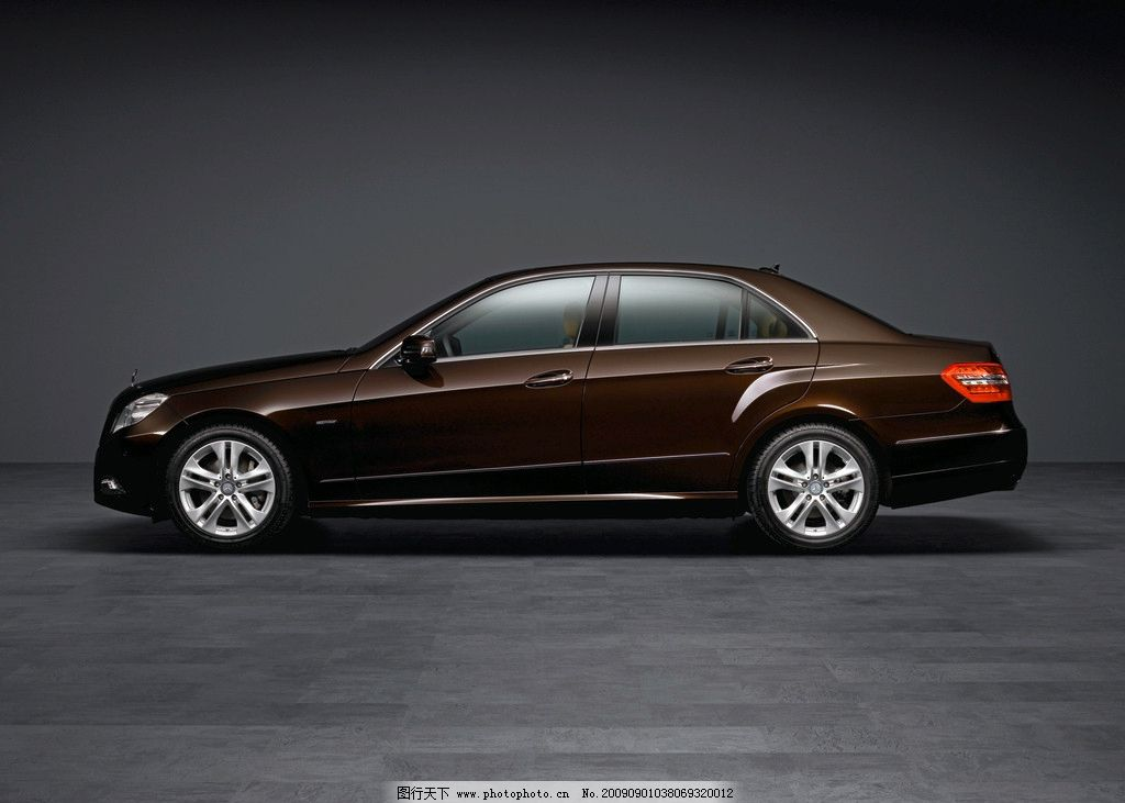 奔驰e级轿车 奔驰汽车 豪华 舒适 精致 交通工具 现代科技 摄影 300