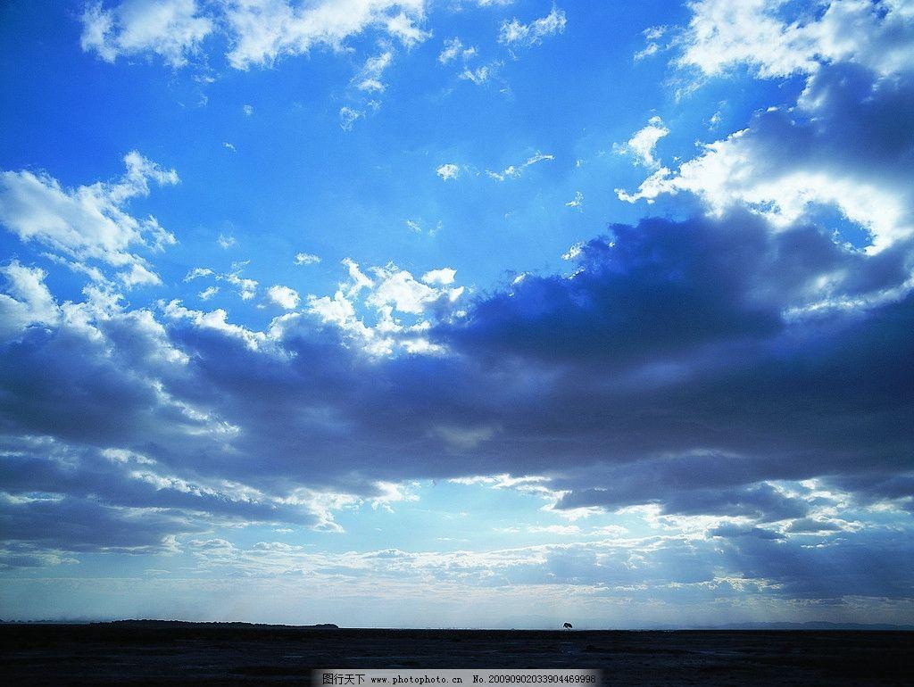 蓝天白云 天空 云朵 云彩 阳光 光芒 大地 天地相接 远方 风景花草