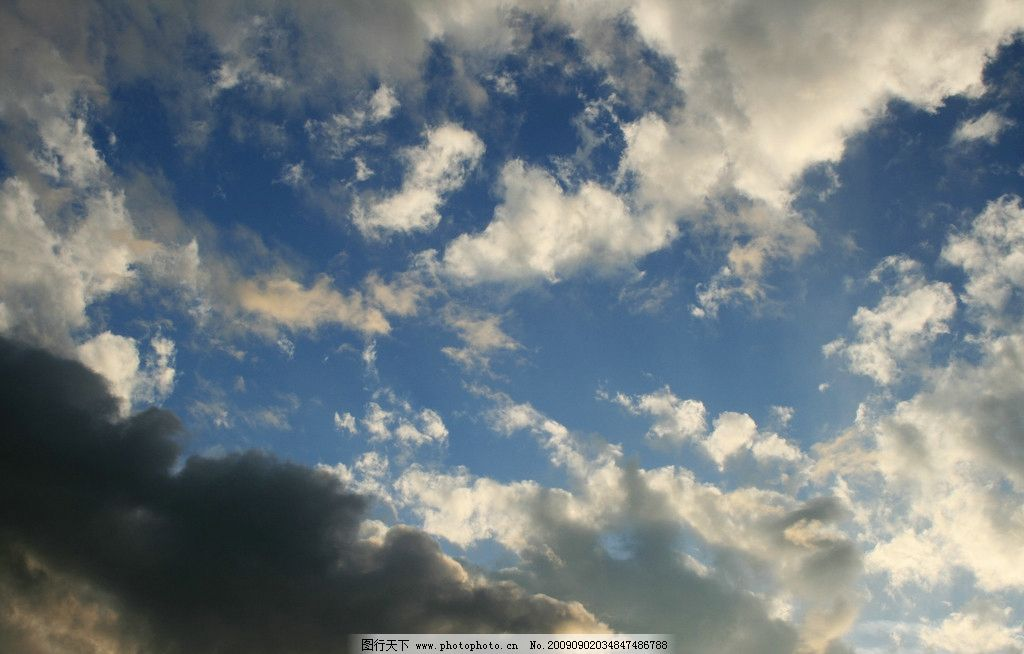 仰视天空 蓝天 白云 乌云 傍晚 夏天 自然风景 自然景观 摄影 72dpi