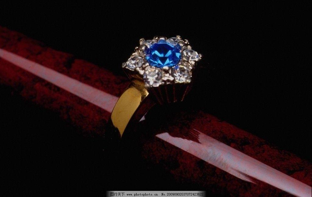 蓝宝石戒指图片