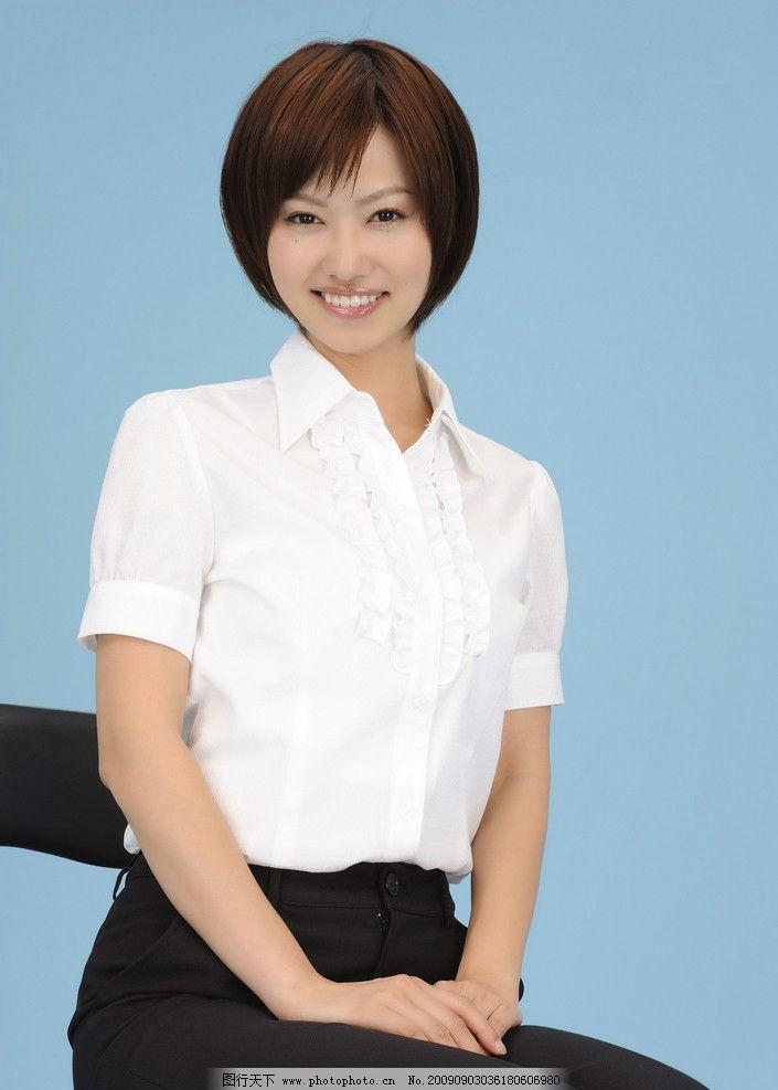 短发西服女经理图片
