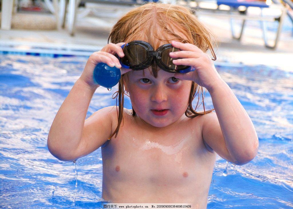 游泳 游泳池 小女孩 游泳镜 度假 外国小朋友 水 笑脸 儿童幼儿 人物