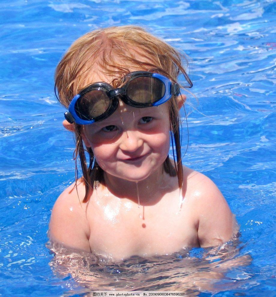 游泳 游泳池 小女孩 游泳镜 度假 外国小朋友 水 笑脸 儿童幼儿