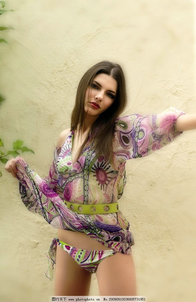 性感美女 模特 比基尼 泳装 喷血 诱惑 时装 写真 女性女人