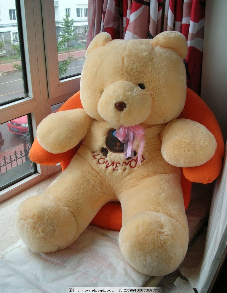 小熊 毛绒 玩具 沙发 窗台 窗帘 熊熊 可爱 休闲生活 家居生活 生活百