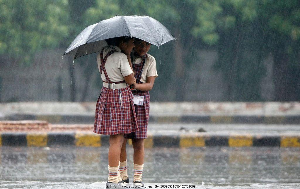 雨中 打伞的小姑娘 儿童幼儿 人物图库 摄影