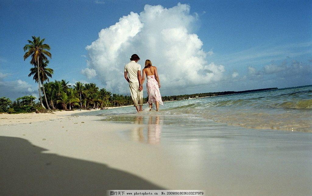 情侣沙滩度假 海边 浪漫 椰树 日常生活 人物图库 摄影 300dpi jpg