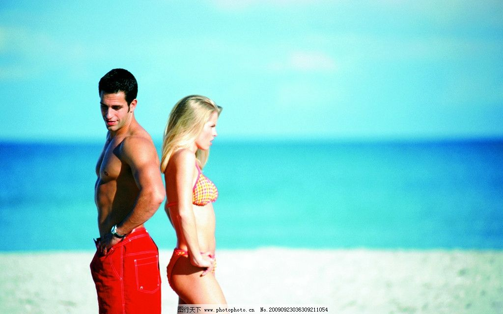 海滩浪漫的情侣 浪漫情侣 海滩情侣 情侣模特 海滩美景 人物摄影