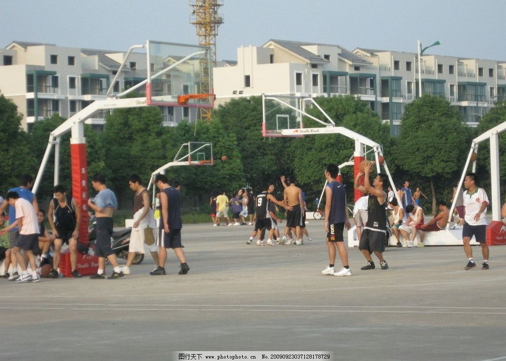 打篮球 体育 休闲 运动 投篮 运动场 一群人 活泼 健康 百味生活 娱乐