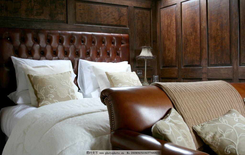 奢华的皮质大床和沙发 舒适 舒服 衣柜 台灯 欧式 尊贵 室内摄影 建筑