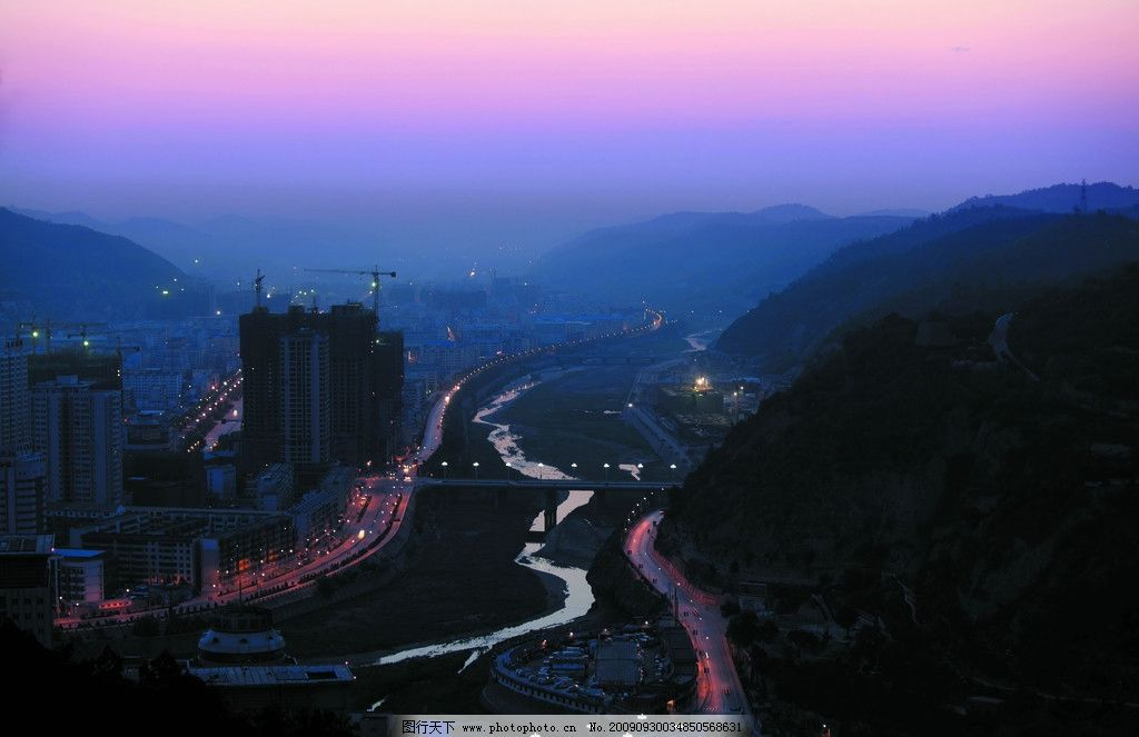 延安晨曲 朝阳的延安 朝阳下的都市 城市夜景 车流 灿烂一片 自然风景